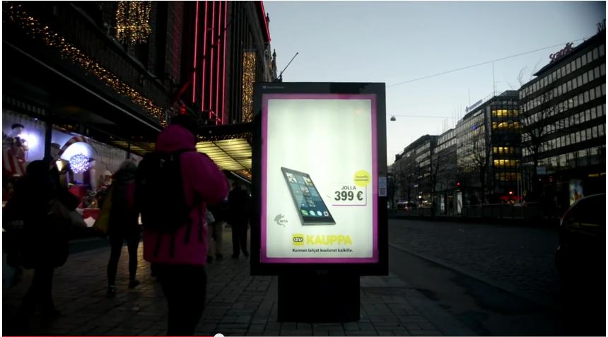DNA pokazuję jak uzupełnia reklamy w mieście.